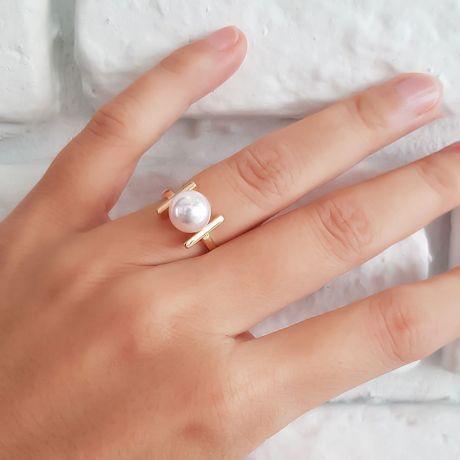 Anello Moderno perla Akoya del Giappone e Oro Giallo 18 carati