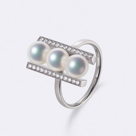 Bague 3 perles Akoya. Monture rail. Or blanc, Diamants