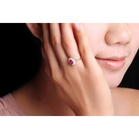 Bague rubis Or blanc. Double pavage diamants. Inspiration florale