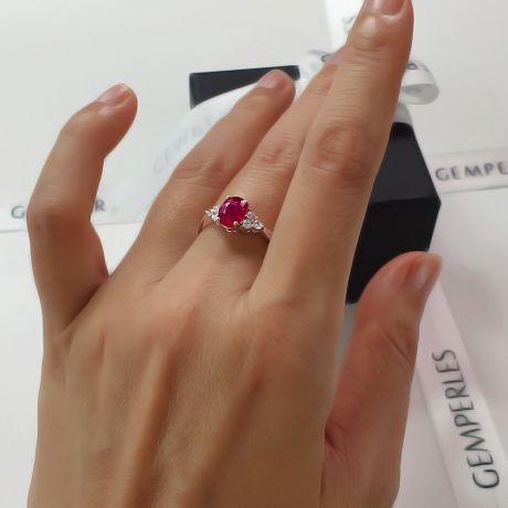 Bague Fiançailles Rubis, Diamants, Or blanc. Douce France