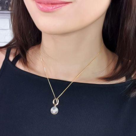 Pendentif O - Bandelette or jaune enlacée - Perle culture, diamants