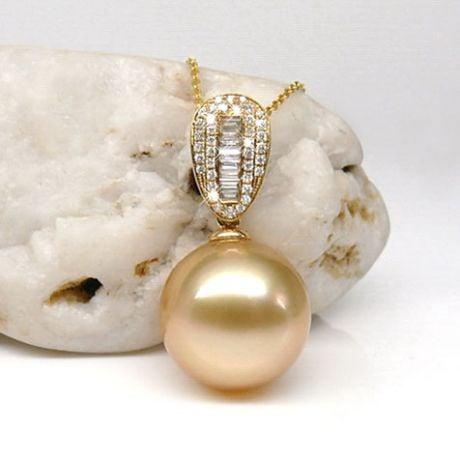 Pendentif perle d'Australie dorée - Or jaune - Diamants ronds, baguettes
