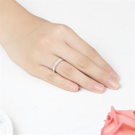 Alliance en biseau pour elle. Or blanc, diamants pavés | Mélancolique