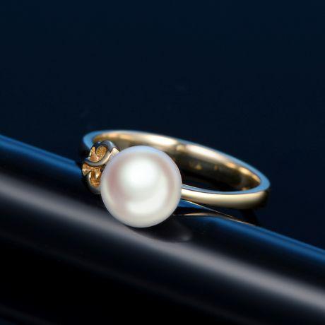Bague anneau or jaune perle Akoya Japon. Motif Papillon
