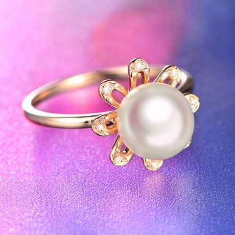 Bague fleur des neiges. Or rose, pétales de diamants