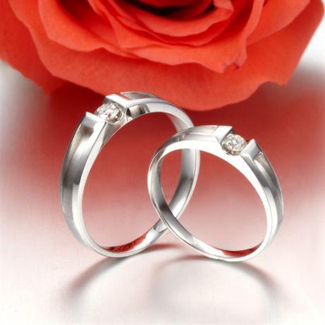 Alliances Couple. Or blanc. Diamants 0.160ct