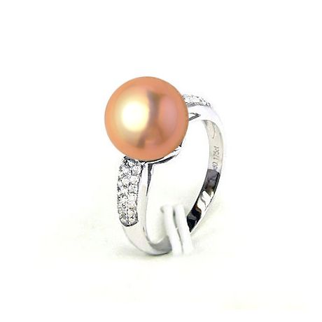 Bague en Perle Culture Eau Douce Rose. Or Blanc Diamants