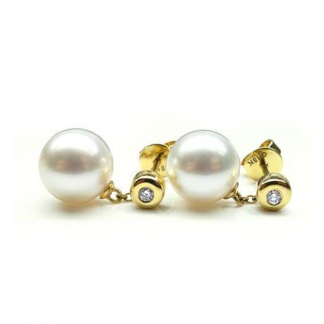 Pendants d'oreilles en perles de culture. Disque d'or et chaînette
