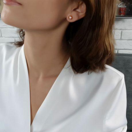 Boucles d'oreilles clous. Perles roses 8/9mm. Or blanc