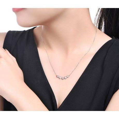 Collier pendentif Or blanc. 5 diamants sertis clos 0.26ct | Gemperles