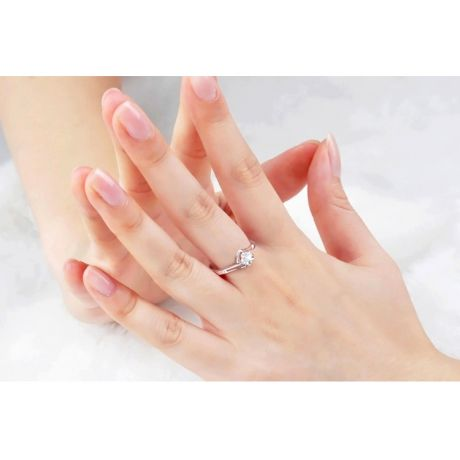 Anello Fidanzamento Fiore d'Amore - Oro Bianco & Diamante Solitario | Gemperles