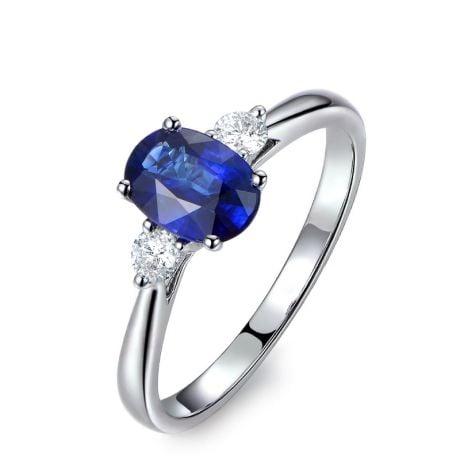 Solitaire trilogie saphir bleu 1 carat avec 2 diamants. Or blanc