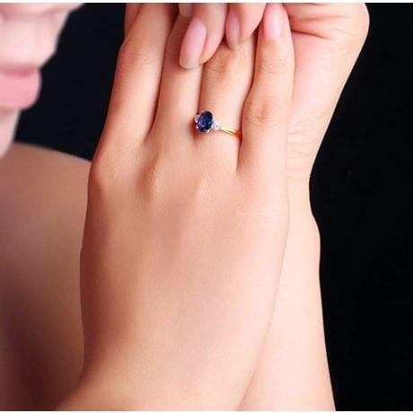 Solitaire trilogie saphir bleu 1 carat avec 2 diamants. Or jaune