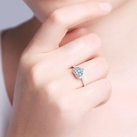 Anello di Fidanzamento Amore di Diamante - Oro Bianco & Diamante Taglio Cuore | Gemperles
