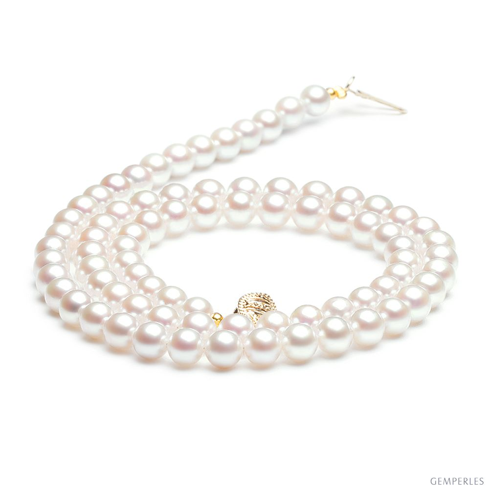 un collier de perle