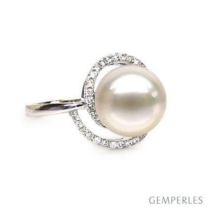 Bague perle d'eau douce blanche - Encerclement d'or blanc et diamants