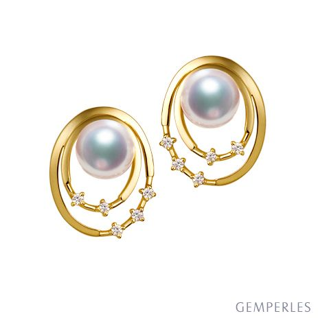 Boucles oreilles perles Akoya, Or jaune, diamants. Motif double cercle
