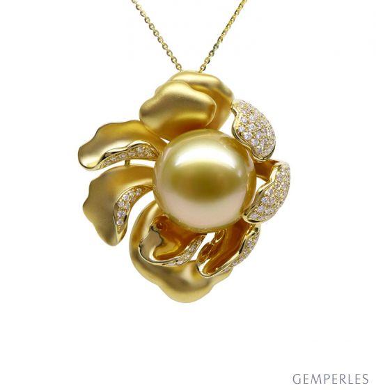 Pendentif Pivoine Or jaune. Perle dorée. Diamants