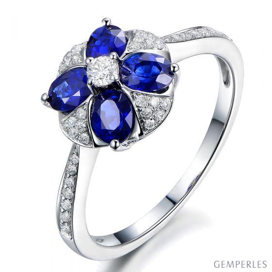 Bague solitaire fleur bleue. Or blanc, saphirs et diamants