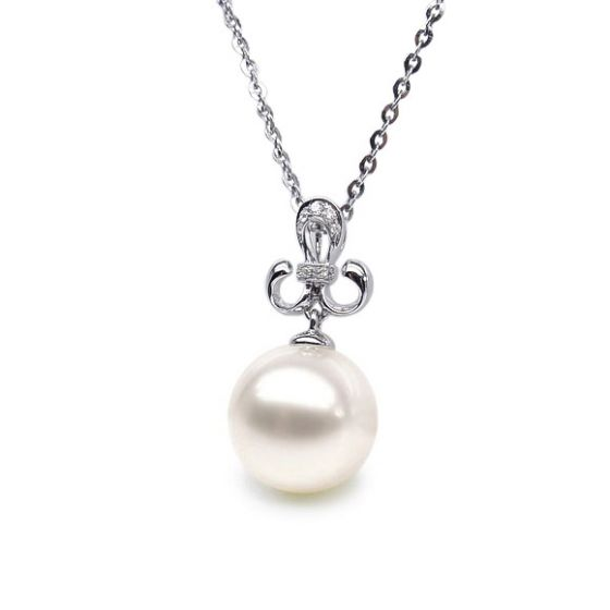 Pendentif noblesse - Armoiries en or blanc, diamants - Perle blanche
