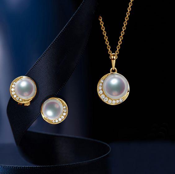 Pendentif et Boucles Hinata. Perles Akoya, Or jaune, diamants. - 2