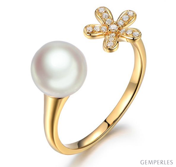 Bague fleur or jaune. Perle Akoya blanche Japon. Diamants