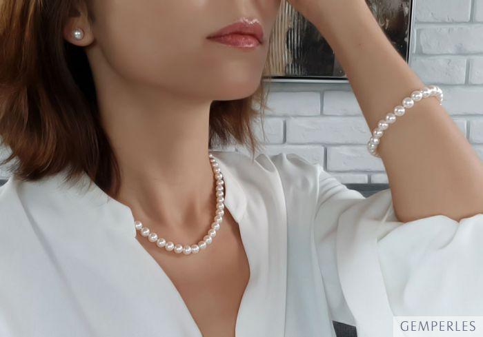 Collier, bracelet et boucles en Perles Chine 7/9mm. Or blanc