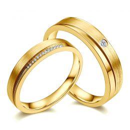 Duo d'alliances Or jaune et diamants. Une pointe d'amour