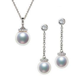 Pendentif et Boucles Style princesse. Perles Akoya, Or blanc