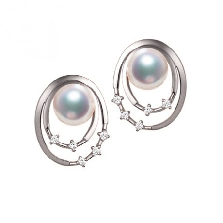Boucles oreilles perles Akoya, Or blanc, diamants. Motif double cercle