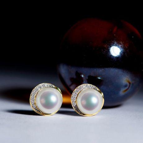 Boucles oreilles couronne Or jaune Diamants. Perles Akoya