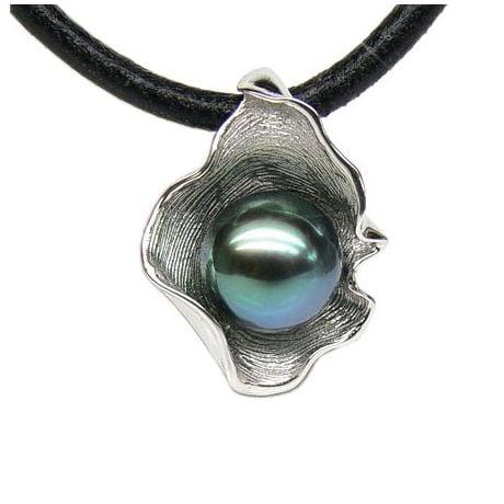 Pendentif polynésien - Perle de Tahiti bleue - Cordon cuir - Or blanc