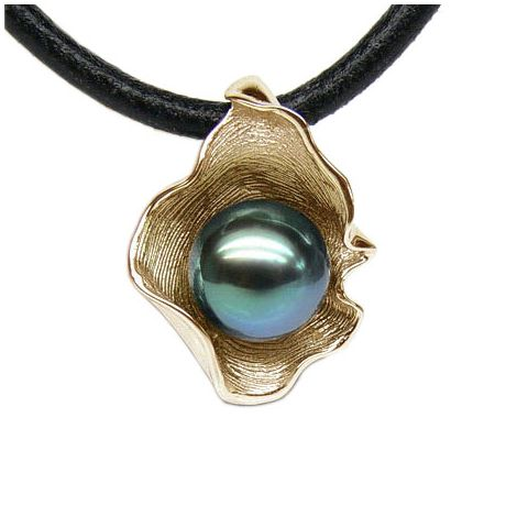 Pendentif polynésien - Perle de Tahiti bleue - Cordon cuir - Or jaune