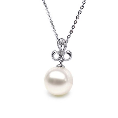 Pendentif noblesse - Armoiries en or blanc, diamants - Perle blanche