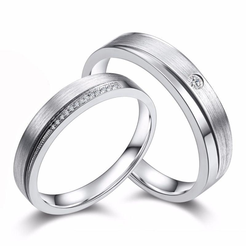 Alliances duo Or blanc et diamants. Une pointe d'amour